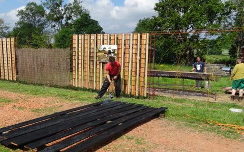 Tehcnique Shou Sugi Ban bois brulé japonais en chantier participatif Nouvelle Aquitaine par Bois et Paille (38)