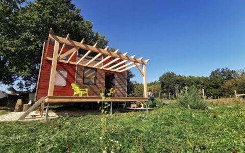 Terrasse-et-Pergolas-pour-la-TinyTetris-By-West-Wood-Tiny-en-nouvelle-aquitaine-sur-Jonzac-0